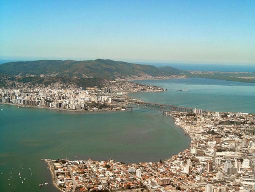 Foto aérea do estreito em Florianópolis - Imagem: Autor desconhecido
