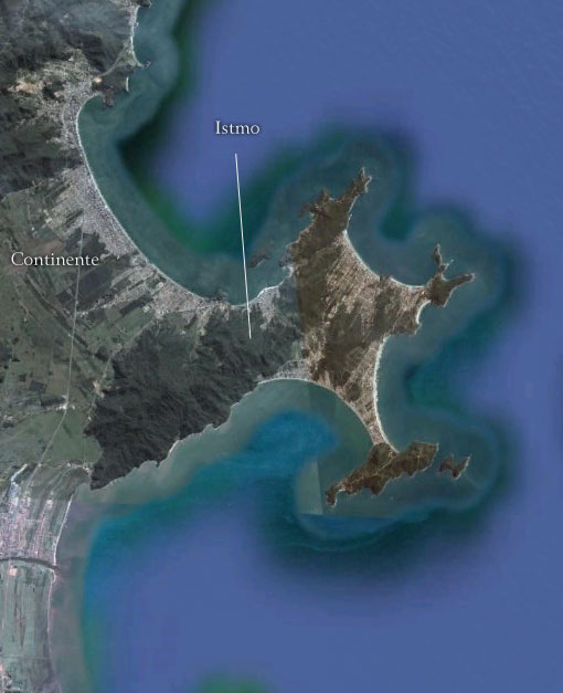"""Istmo ligando o continente à """"quase ilha"""" - Imagem: Google Earth"""