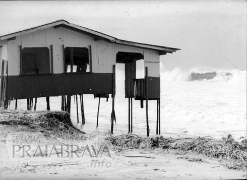 Ressacas na Praia Brava - 01-06-2001 - Antigo bar à saída da Carlos Drumond