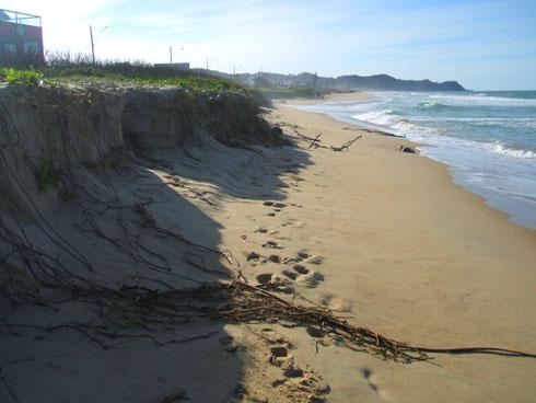 Ressaca na Praia Brava Itajaí - Erosão
