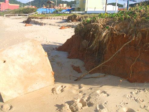 Ressaca na Praia Brava Itajaí - Terra vermelha à beira mar?