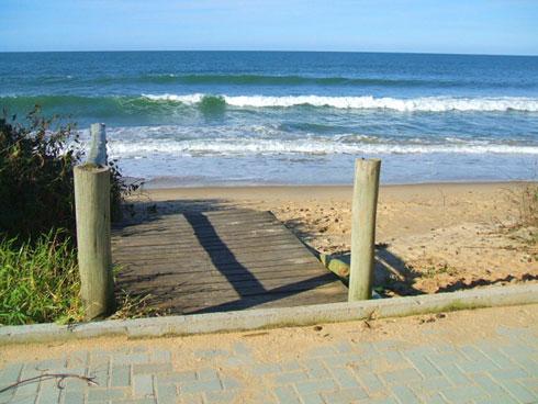 Ressaca na Praia Brava Itajaí - A mesma passarela (ou o que restou dela)