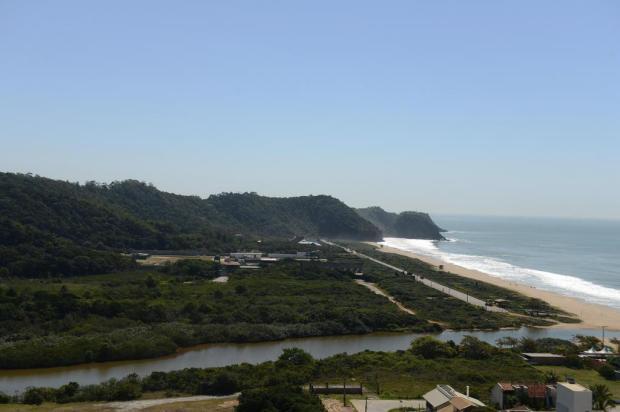 Canto do Morcego começa a partir da lagoa e representa toda parte norte da Praia Brava - Foto: Marcos Porto